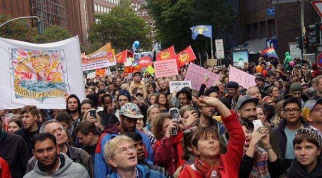 Hamburg'da ırkçılığa karşı düzenlenen yürüyüşe 35 bin kişi katıldı