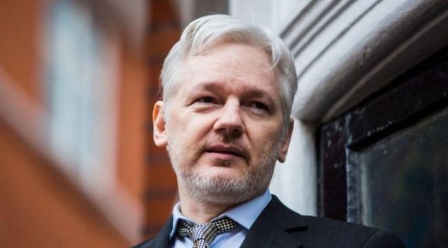 Julian Assange, Wikileaks'teki görevinden ayrıldı