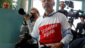 Erdoğan'ı protesto eden gazeteci Adil Yiğit sınır dışı edilebilir