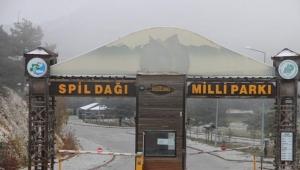 Spil Dağı'na Ekim ayında kar düştü