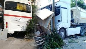İzmir'de feci kaza! Midibüs üst geçide, kamyon kahveye girdi