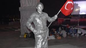 Asker selamı veren canlı heykel rekor kırdı