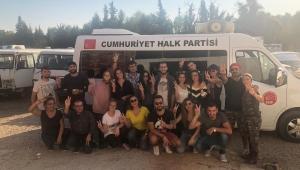 CHP Karşıyaka gençliğinden farkındalık etkinliği