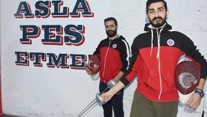 İzmir'de eskrime yeni soluk