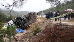Denizli'de yolcu minibüsü devrildi: Ölü ve yaralılar var