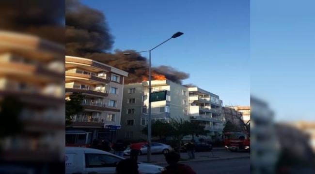 İzmir'de korkutan çatı yangını