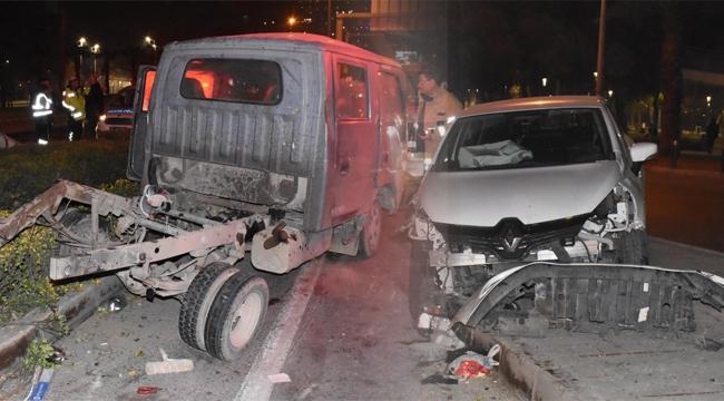 İzmir'de zincirleme kaza: 2'si ağır 3 yaralı!