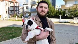 Köpeğini tekmeleyen teknikerin burnunu kırdı