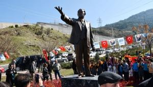 Narlıdere'de Atatürk Heykeli daha görünür hale getirmek için taşındı