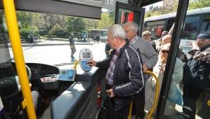 İzmir'de 65 yaş üzeri vatandaşların avantajlı kartları askıya alındı