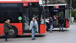 Belediye otobüslerinde vatandaşlara maske uyarısı