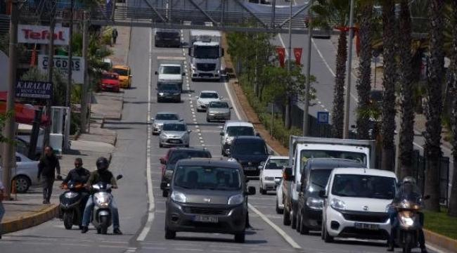 Kısıtlama kalktı, Bodrum'a binlerce araç giriş yaptı