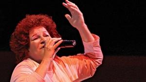 Selda Bağcan'dan camide şarkısının dinletilmesi hakkında açıklama: Şiddetle kınıyorum