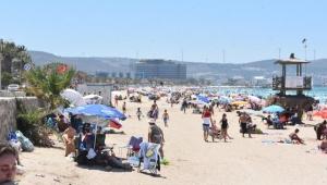 Ilıca Plajı'nda hafta sonu yoğunluğu
