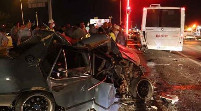 İzmir'de otobüs ile otomobil çarpıştı: Hamile kadın kurtarılamadı