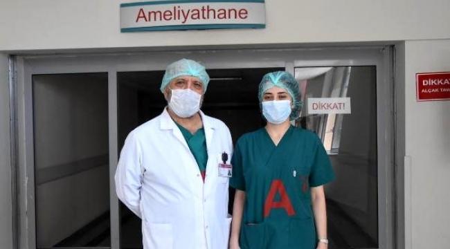 İzmirli cerrah, kızıyla aynı ameliyata girmenin gururunu yaşadı