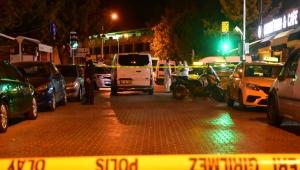 İzmir'de taksicilerin müşteri kavgası: 1'i ağır 4 yaralı!