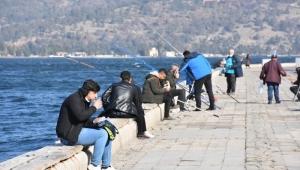 İzmir sahilinde yemek yasağı kuralına uyulmadı