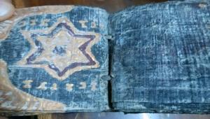 Bin yıllık altın varaklı Tevrat'ı satarken suçüstü