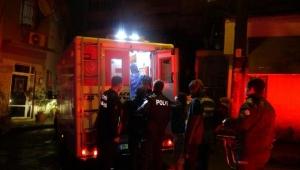 Konak'ta yanan evde bulunan anne ile kızı yaralandı