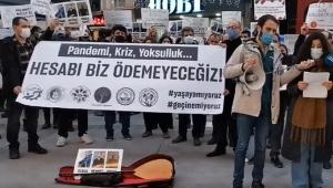 İzmir'de kafe ve bar çalışanları isyan etti: Kongreler lebaleb, işyerleri kapalı