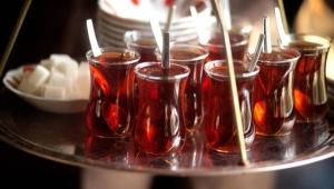 Kahvecilerin çayı şekeri Başkan Batur'dan