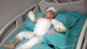 Eşinin ve 1,5 yaşındaki oğlunun üzerine kolonya dökerek yaktı