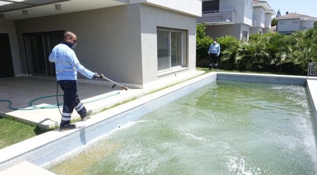 Çeşme'de kış döneminde havuzunu temiz tutmayana zorunlu hizmet bedeli!